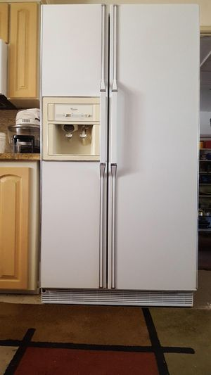 Whirlpool side by side refrigerator for Sale in Fresno, CA