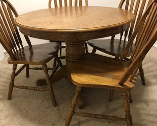 Round Dining Table With Chairs for Sale in Troutdale,  OR