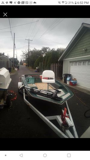 18 ft bass boat and trailer for Sale in Oak Harbor, WA