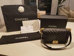 NWT Chanel Black Medium Chevron Boy Bag for Sale in Miami, FL