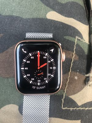 Apple Watch Series 5 GPS, 40MM Gold aluminum case for Sale in Riverside, CA