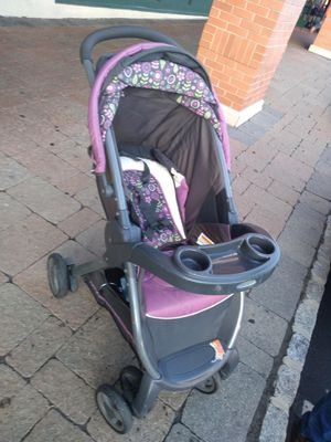 Graco car seat and stroller for Sale in Kearny, NJ