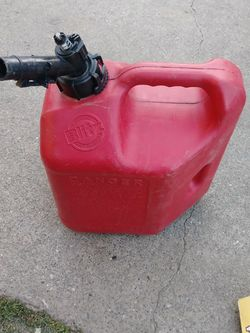 2 Gal. Gas Can. 7.81L for Sale in Sacramento,  CA