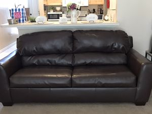 Brown leather Couch for sale!!! Must go fast!!!! for Sale in Haines City, FL