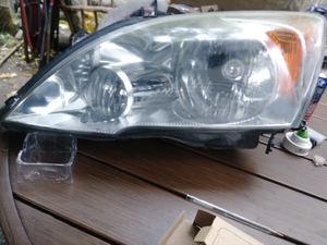 O.E.M Honda CRV Passenger Headlight Assembly like new 07-11 for Sale in Larksville, PA