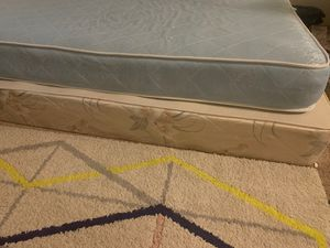 $0 free queen sized box spring for Sale in Lynnwood, WA