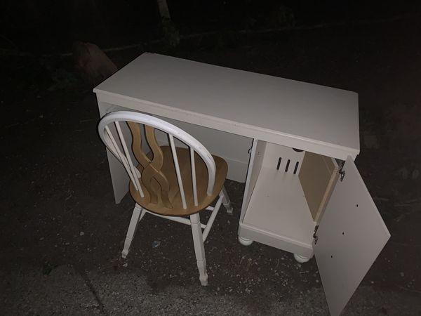 Free Desk And Chair Needs One Screw In Door