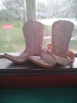 Girls boots w belt for Sale in Houston, TX