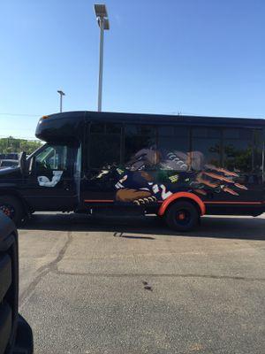 2006 Ford F450 Super Duty cutaway Bears Shuttle Bus for Sale in Joliet, IL