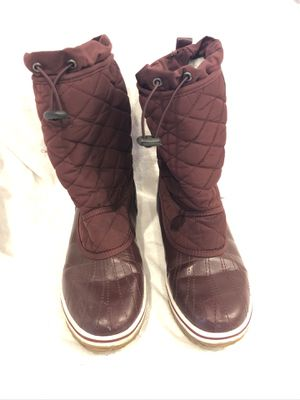 Refresh Women's Burgundy Duck Boots Booties Winter Rain Snow Mid Calf Sz8 In good condition with a few scuff marks. for Sale in Naples, FL