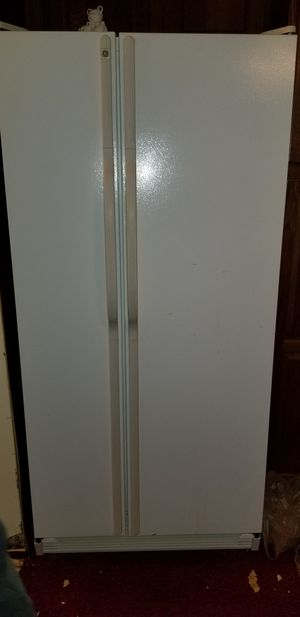 Nice GE side by side refrigerator for Sale in Philadelphia, PA
