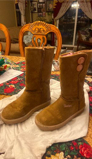 Skechers boots for girl size 2 for Sale in Everett, WA