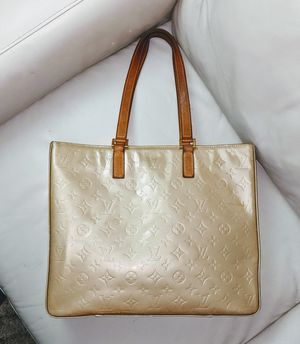 Louis Vuitton Vernis patent leather beige zipper tote bag beautiful for Sale in Issaquah, WA