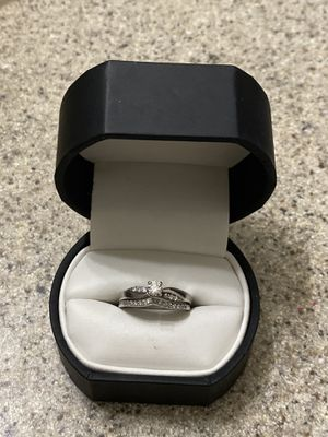 Engagement ring wedding band set for Sale in La Crosse, WI