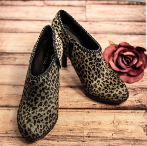 Antonio Melani Womens Leopard Print Calf Hair Ankle Boots Booties Gray Black 9 for Sale in Atlanta, GA