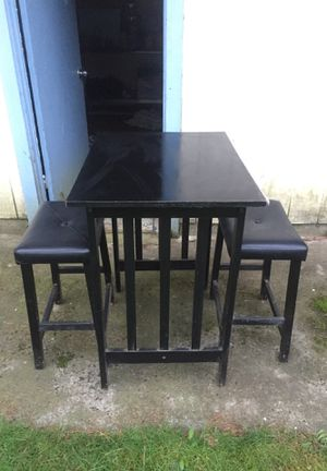 Bar height table and chairs FREE for Sale in Lynnwood, WA