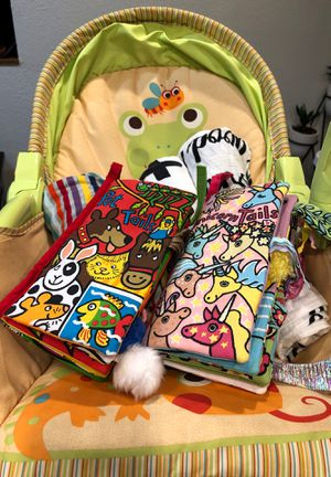 Baby lot! Baby chair + 2 jelly cat soft books + 4 swaddles / blankets for Sale in Snohomish, WA