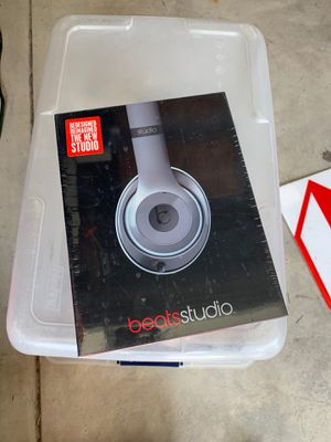 Beats studio 2 wired light grey for Sale in Cypress, CA