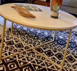 Round coffee table for Sale in El Mirage, AZ