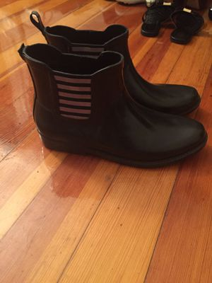 Women's rain boots size 8. For $5 (Brand: ALDO) for Sale in Boston, MA