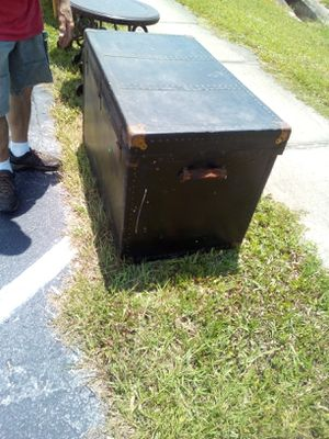 Large trunk for Sale in Holiday, FL