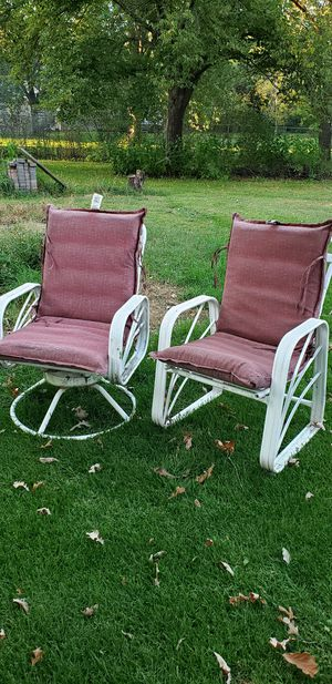 Free patio chairs for Sale in Ramsey, MN