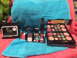Colorfully makeup kit $15 OBO for Sale in Austin, TX