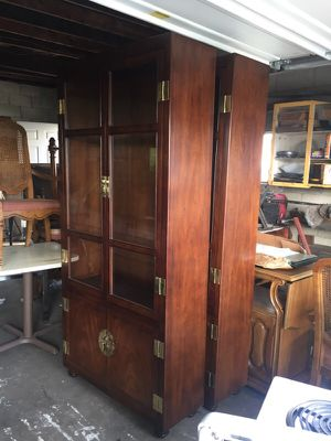Antique China cabinet for Sale in Columbus, OH
