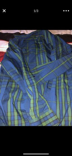 Burberry collar casual size large 40 DEAL for Sale in Washington, DC