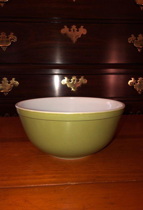 Vintage Pyrex Mixing Bowl 🍲