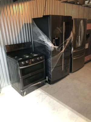 Set stove refrigerator tv black stainless steel for Sale in The Bronx, NY