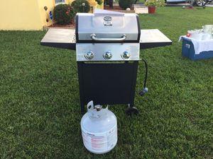 GAS GRILL W/PROPANE TANK for Sale in Poinciana, FL