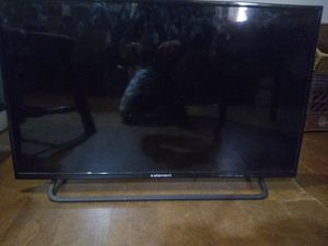 "Excellent condition 32"" element flat screen. for Sale in Binghamton, NY"
