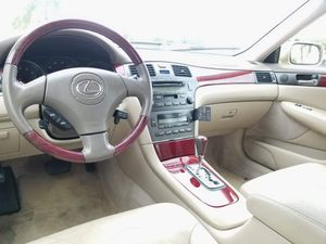 2004 LEXUS ES330 119K MILES EXCELLENT CONDITION RUNS GREAT ICE COLD AC POWER WINDOWS AND LOCKS MOON ROOF LEATHER SEATS!!! for Sale in Fort Lauderdale, FL
