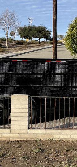 Se Renta Tractor Traila De Dompe Y Breque Para Cemento for Sale in Camarillo,  CA