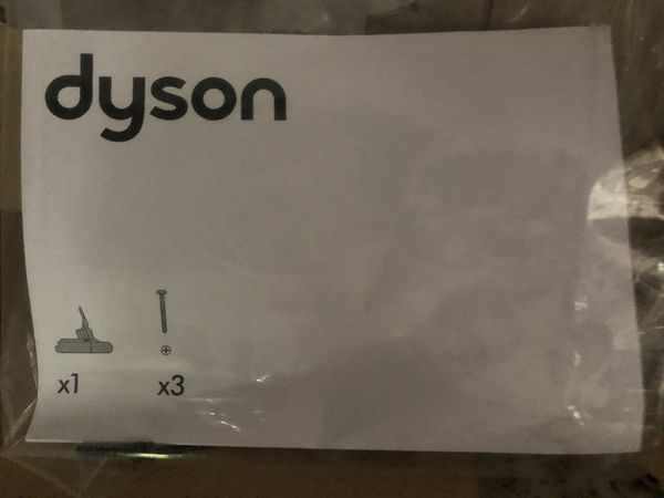 Dyson V8 vacuums battery only barely used no scratches etc charges full but doesn't hold charge