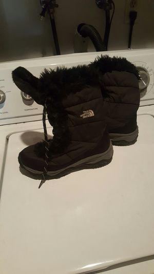 Boots for kids size 2 North Face for Sale in Kent, WA