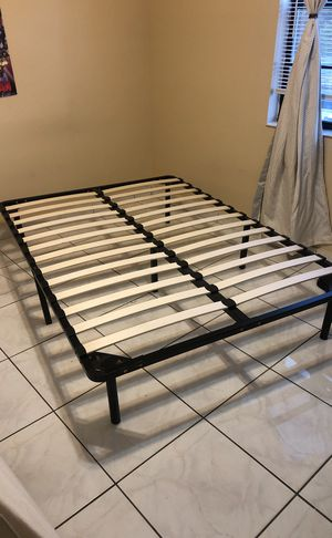 Full Bed Frame Base para colchón Full for Sale in Hialeah, FL