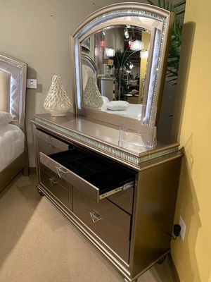 Cristal Gold Led Panel Bedroom Set for Sale in Silver Spring, MD