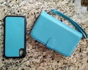 Phone case and wallet wristlet for Sale in Savannah, GA