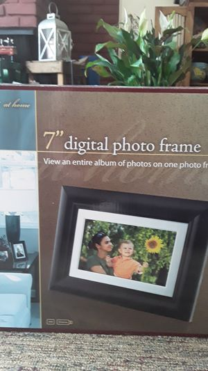 "7"" DIGITAL PHOTO FRAME for Sale in Akron, OH"