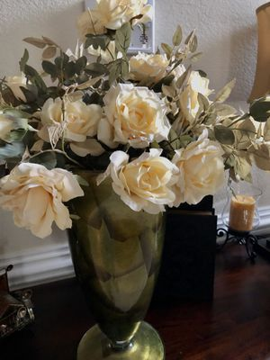 Gorgeous Vase/ Flowers Arrangement for Sale in Hampton, VA