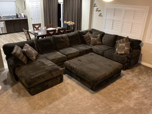 Brown sectional couch for Sale in Wildomar, CA
