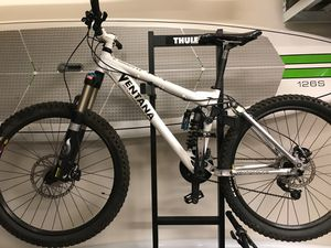 Downhill mountain bike Ventana el terremoto 6.0 for Sale in Bellevue, WA