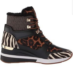 Michael kors winter boots for Sale in Cumberland, IN