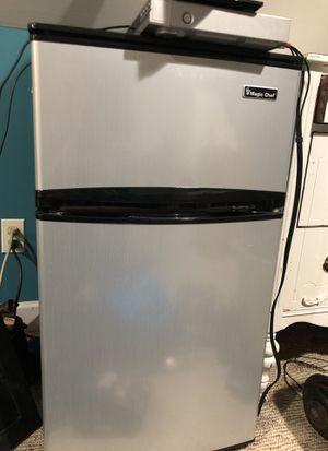 Magic chef mini fridge/freezer for Sale in Ijamsville, MD
