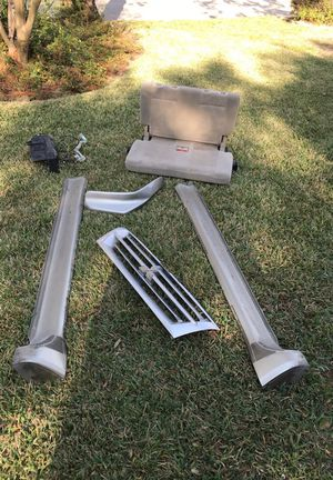 Mitsubishi Montero XLS grille, running boards, windshield reservoir for Sale in Houston, TX
