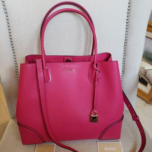 NWT MICHAEL KORS STUDIO MERCER ULTRA PINK LEATHER HANDBAG CENTER ZIP TOTE GOLD for Sale in Barrington, IL