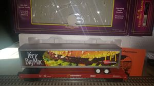 MTH MCDONALDS FLAT CAR W/48 ' BURGER TRAILER for Sale in Rocky River, OH