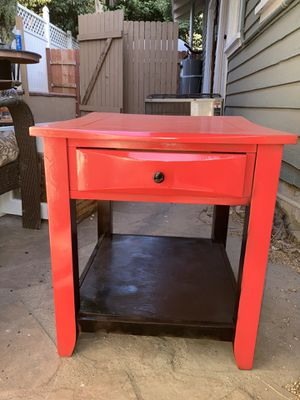 High gloss strawberry red table for Sale in Riverside, CA
